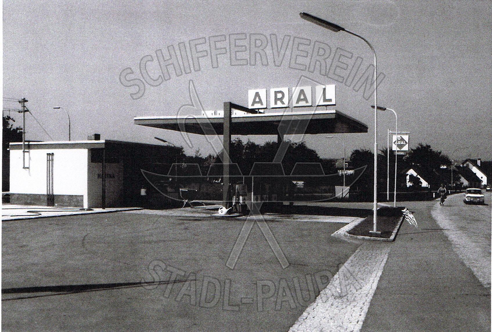 110.3 Ehemalige Tankstelle Schober,heute steht an diesem Platz das Christopherushaus (MIVA)wz
