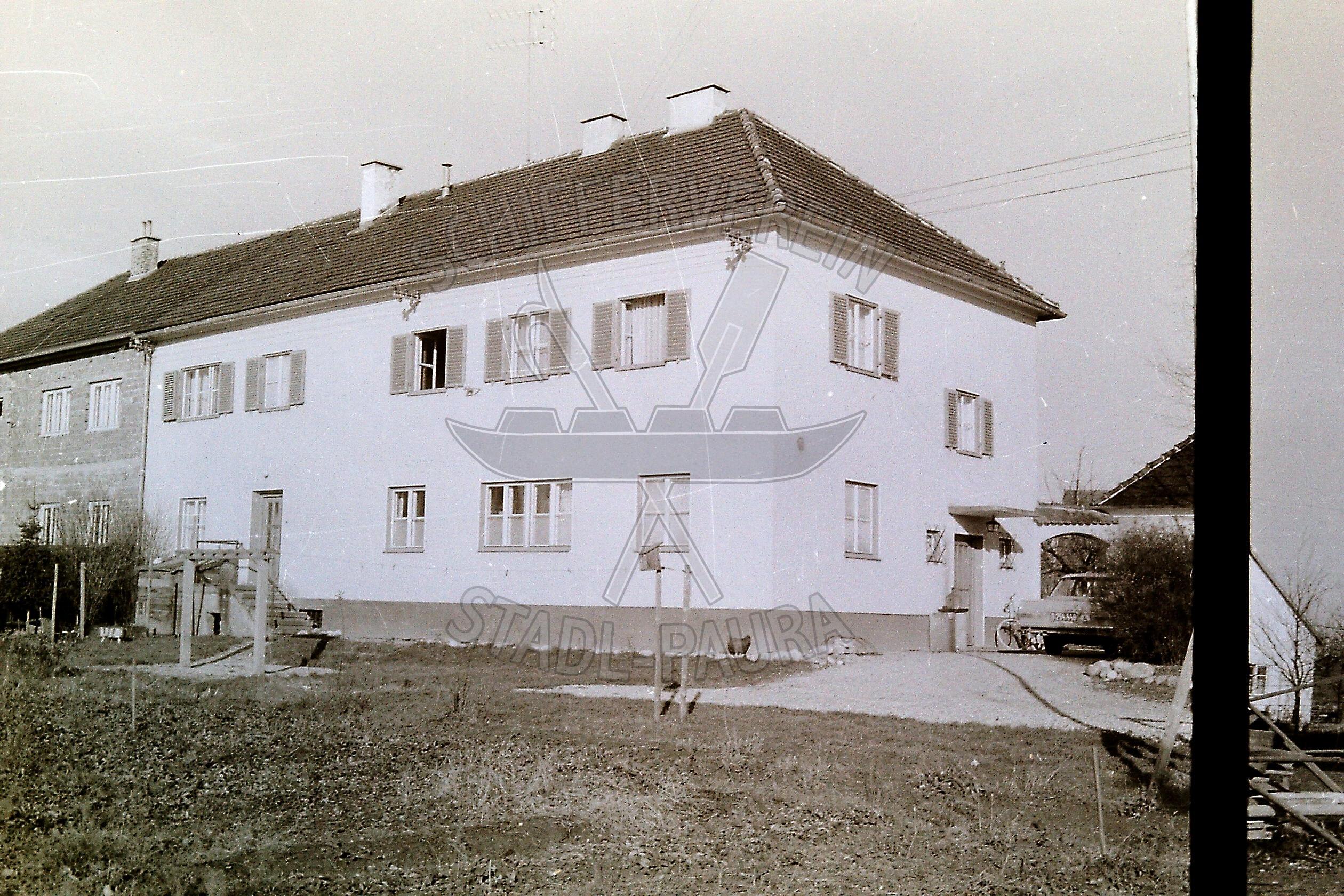 112.26  Vorderansicht vom ehemaligen Fotogeschäft Matauschek, heute verläuft hier die Max.Paglstrwz.