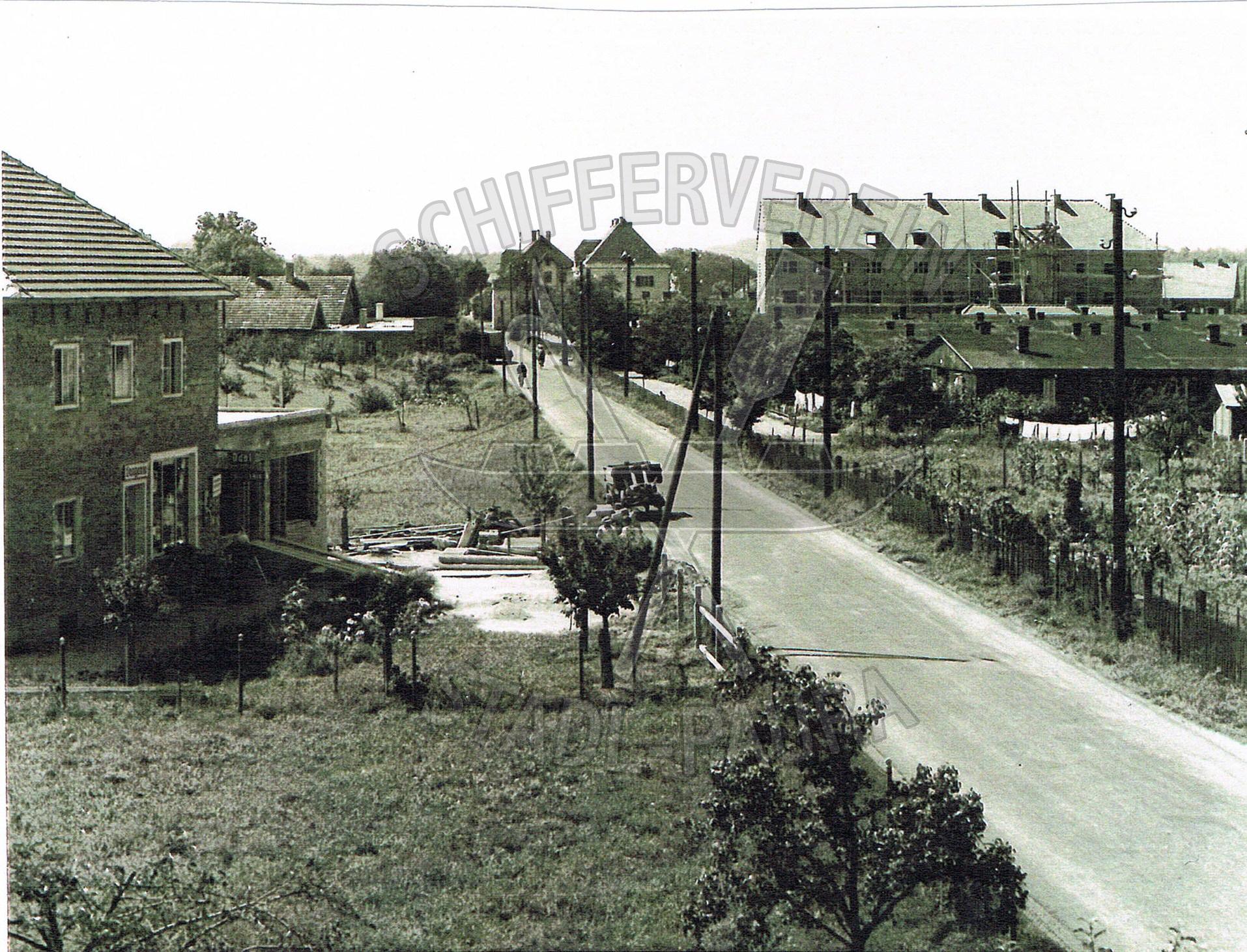 113.1 Gebäude links Baumeister Weiss,in späterer Folge MIVA heute UNIQA Versicherung u. Kanzlei Stiefmüller Norbertwz